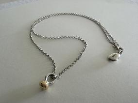 rose_necklace2.JPG